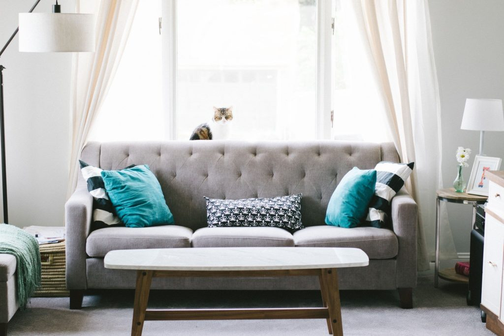 Startkapital für Airbnb Arbitrage - Möbel kaufen